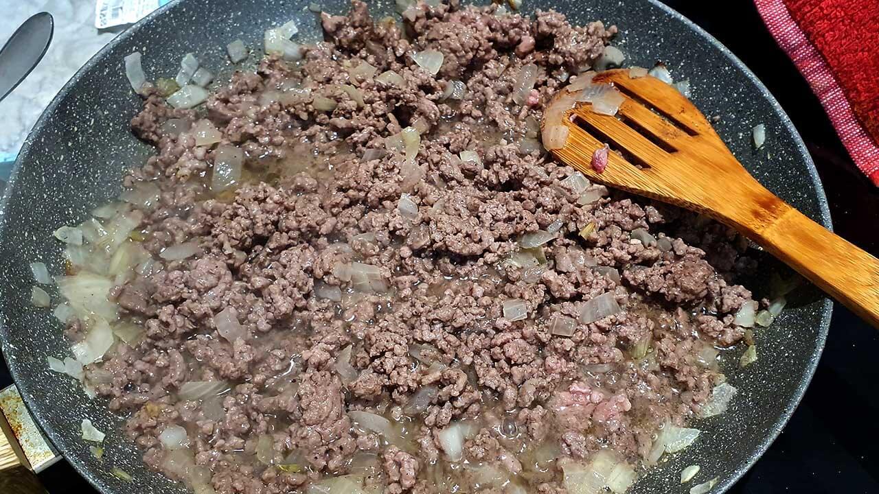 טיגון בשר טחון על המחבת