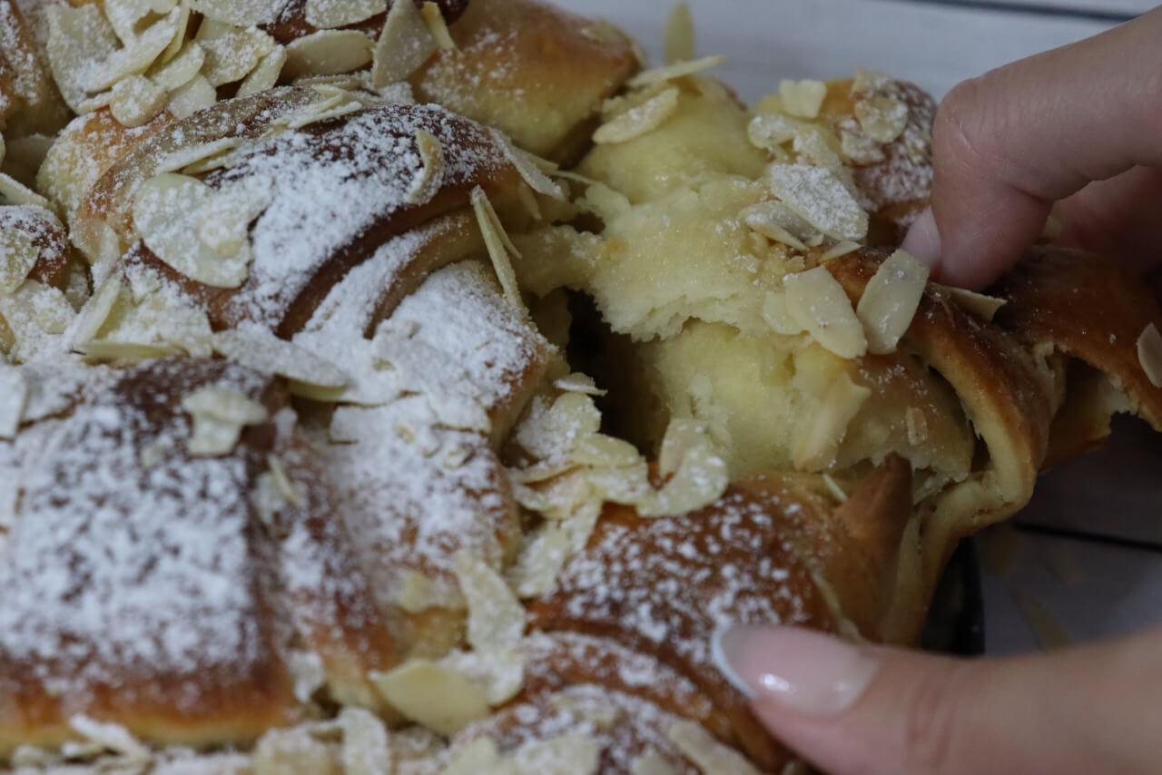 עוגת רוגלך קרם שקדים ודבש