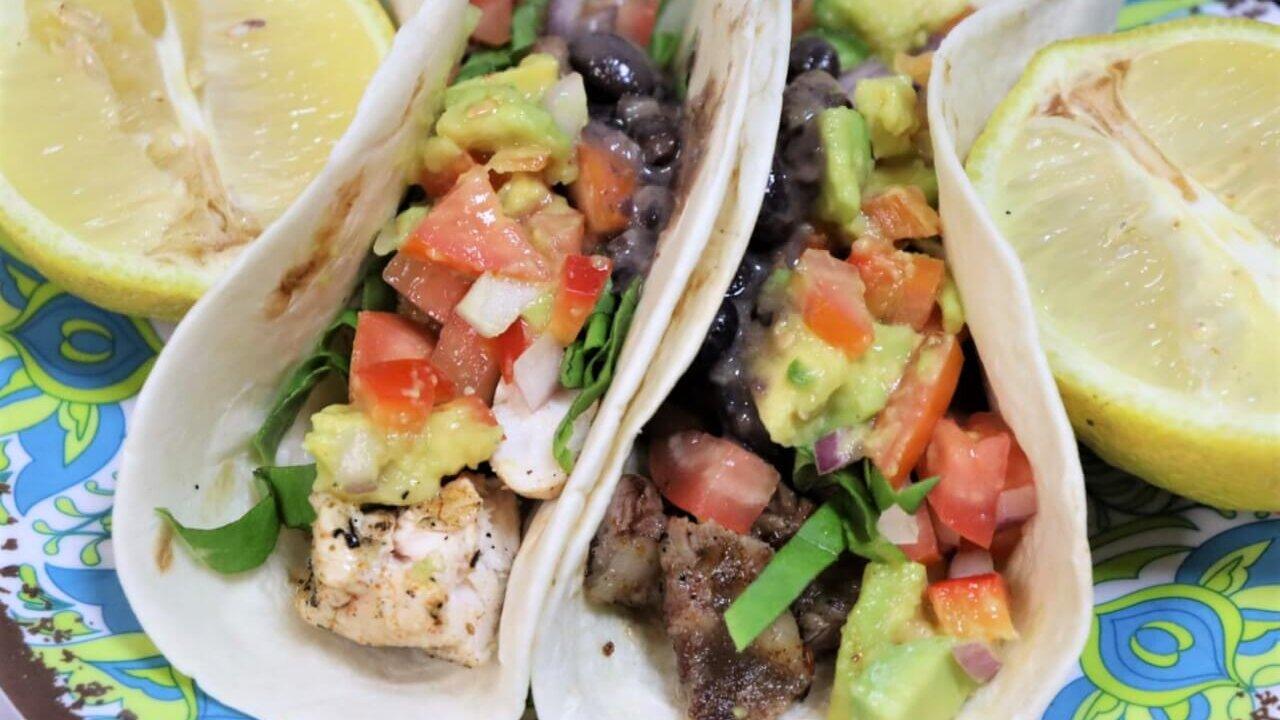 ארוחת טאקוס מקסיקנית
